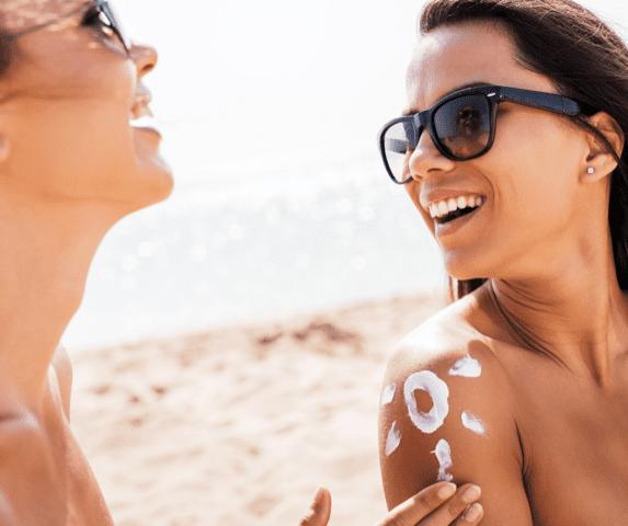 PMU plaatsen op een zongebruinde huid